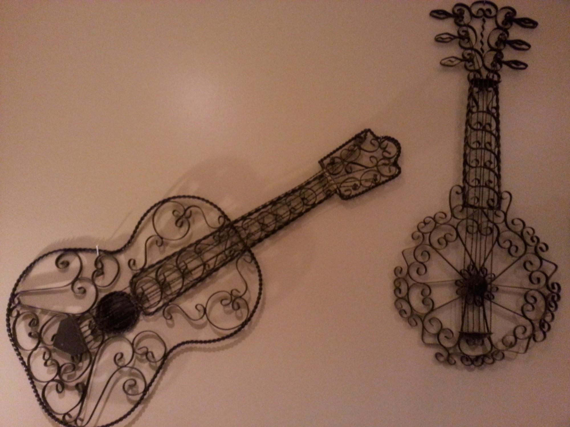 Cropped Guitar Banjo